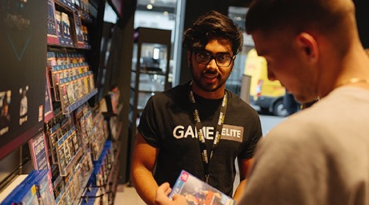 GAME store employee.001